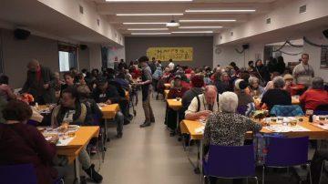 重文化与品德 全美顶级私校提供感恩节大餐