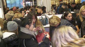 美國黑五年度大優惠 紐約客購物熱情高