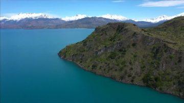 智利卡雷拉將軍湖 高手挑戰懸崖跳水