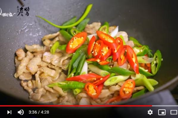 猪肉彩椒盖饭 好看又美味(视频)