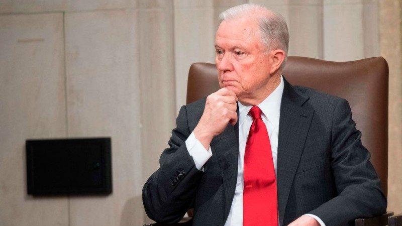 应川普要求 美司法部长终于辞职