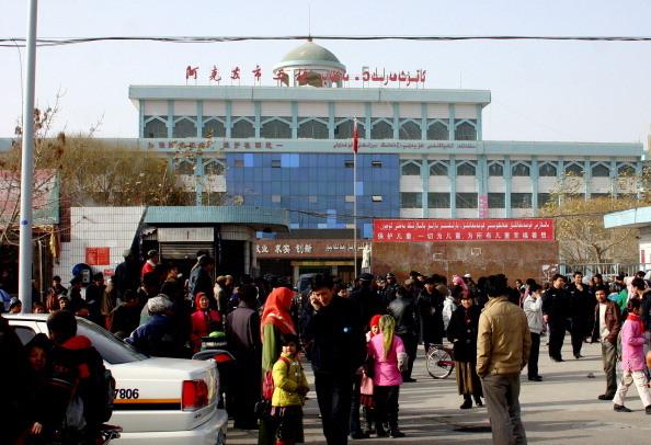 """新疆逼小学生清查家中""""反党""""物品 网友:中共疯了"""