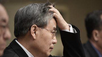 郭树清宣布强制增加民企贷款 银行股价应声齐跌