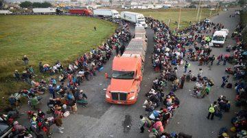 大篷車移民搭車北上 「籠車」也派上用場
