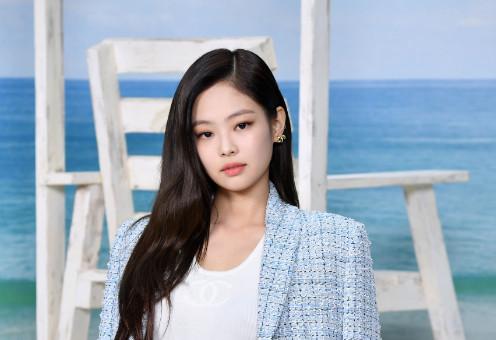 JENNIE摘iTunes全球榜冠军 韩SOLO女歌手首例
