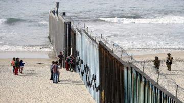 逾1500移民抵邊境 美國防部:5800士兵嚴陣以待