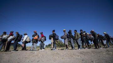 大篷車壓境墨西哥 當地居民接力抗議