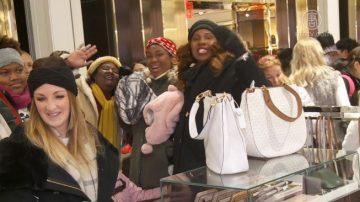 紐約梅西百貨擠爆門 民眾搶購 感恩節氣氛濃