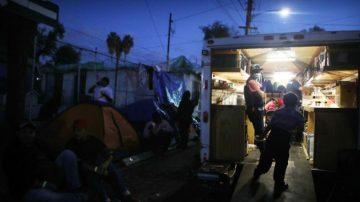 多種傳染病氾濫 數千大篷車移民在墨治療