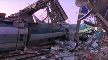 土耳其高速列车撞击翻覆 至少4死43人伤