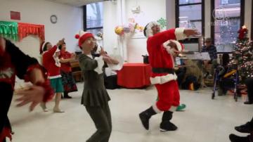 紐約老人中心開派對 熱鬧歡慶聖誕節