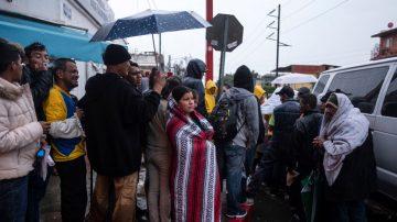 大篷車移民要挾:不讓入境就給每人5萬美元