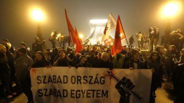 剝削勞工權益 匈牙利反奴隸法爆警民衝突