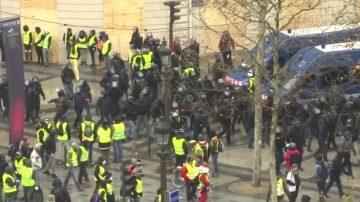 黃背心抗議規模大減 巴黎人開始聖誕採購