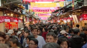 台北迪化年货大街开卖 民众乐购