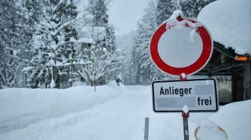 歐洲大雪持續 瑞士雪崩湧入旅館