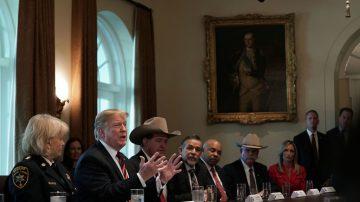 民主党拒绝以达卡换边境墙 川普:拉美裔将倒向共和党