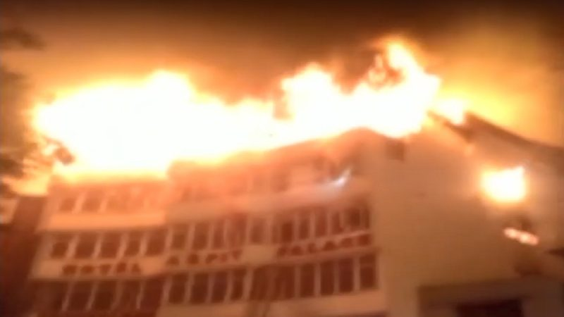 德里市中心酒店大火 至少9人死亡