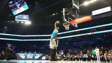 NBA明星赛活动 迪亚洛飞越欧尼尔单手爆扣夺冠(视频)