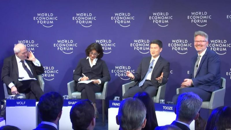 """中共金融高官称西方民主""""需改革"""" 全场爆笑(视频)"""