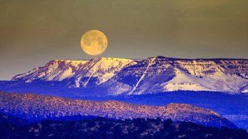 非神話? 月球原是一艘宇宙飛船 外殼已受損